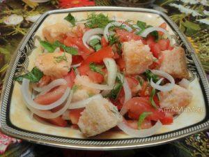 015-salat-iz-pomidor-suharey-i-luka