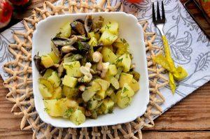 018-teplij-salat-s-kartofelem